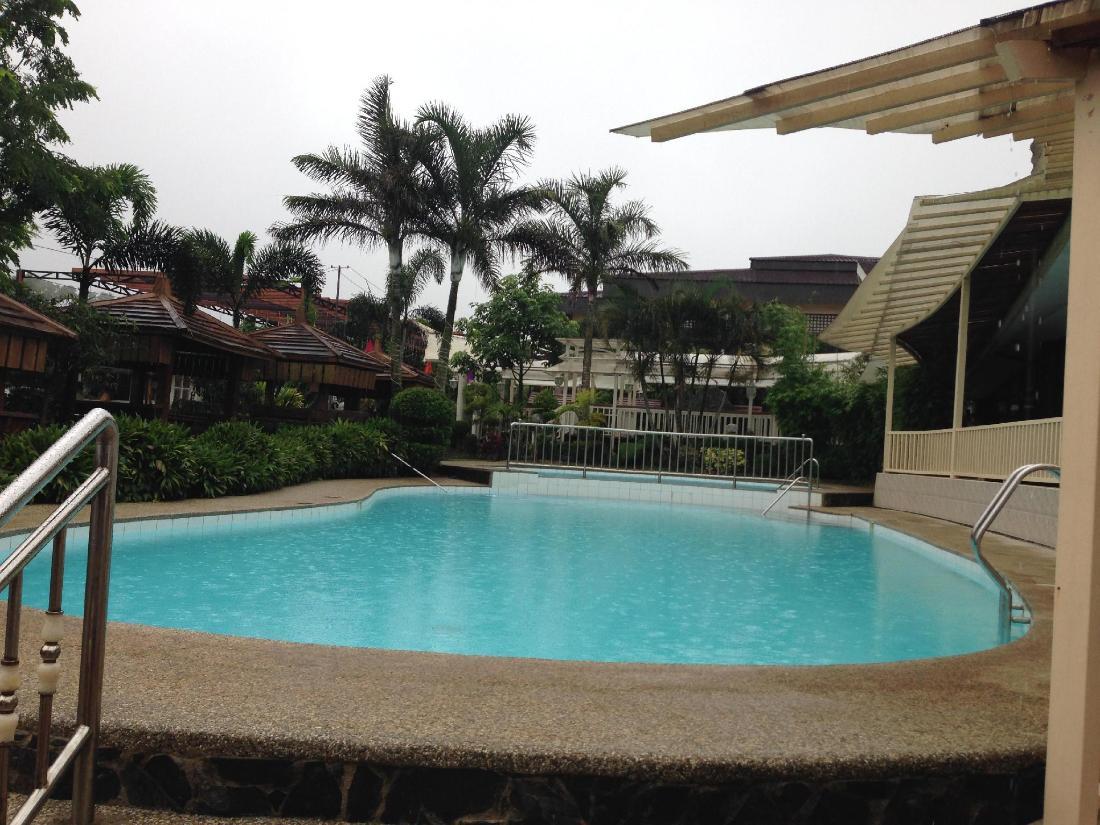 Bali village hotel resort and kubo spa tagaytay for Bali hotels and resorts