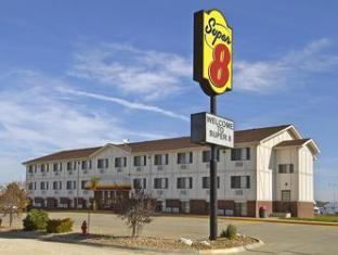 Super 8 Motel - Kingdom City