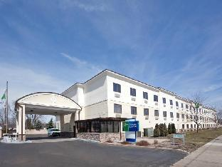 Get Promos Holiday Inn Express Brookpark-Cleveland Airport Hotel