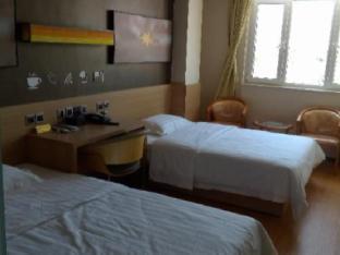 IU Hotel Tianjin Jinghai Shengli Street Branch