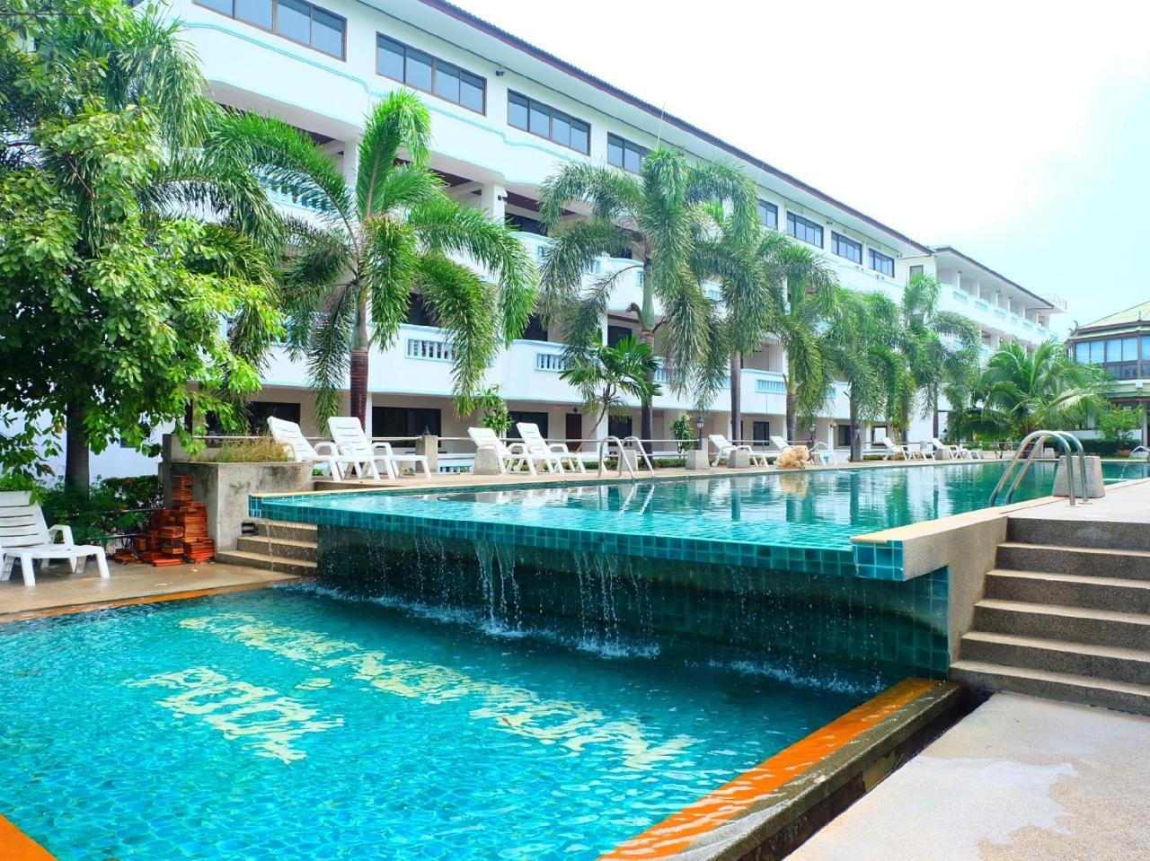 โรงแรมเชิงมน บีช (Choengmon Beach Hotel)