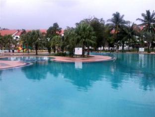 De Rhu Beach Resort Kuantan - Swimming Pool