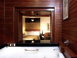 Century Four Points Resort  (原名: Sheraton Langkawi Beach Resort)
