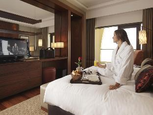 Amwaj Rotana Jumeirah Beach guestroom junior suite