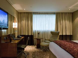 Sofitel London Heathrow Hotel guestroom junior suite