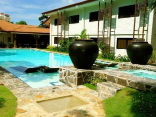Cebu White Sands Resort and Spa Cebu - Courtyard Adult Pool