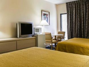 Interior Quality Inn & Suites Golf Resort