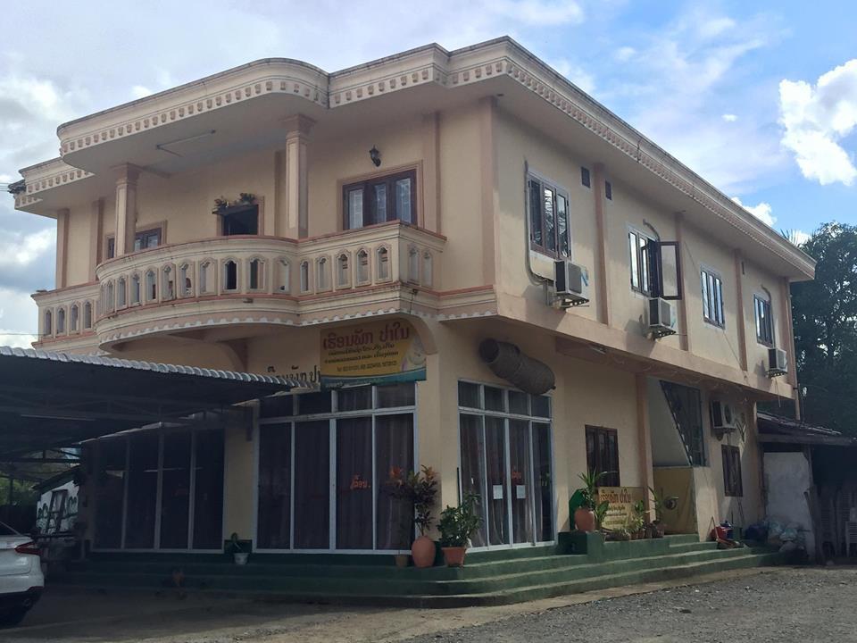 Chanthapanya guest house vang vieng city center vang for Domon guesthouse vang vieng