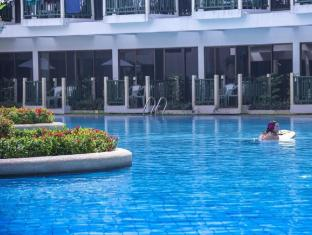 Amora Beach Resort Phuket - Uszoda