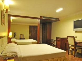 The Shelton Grand Hotel Bengaluru / Bangalore - Executive Room