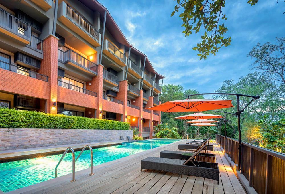 โรงแรมริมน้ำ กลางจันท์