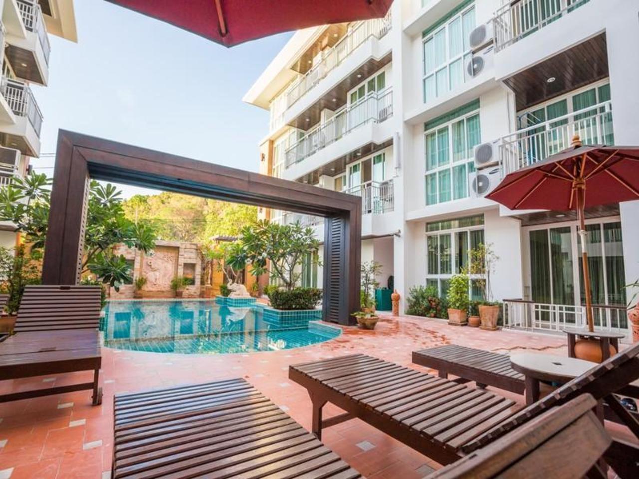 โรงแรมอริสราเพลส (Arisara Place Hotel)