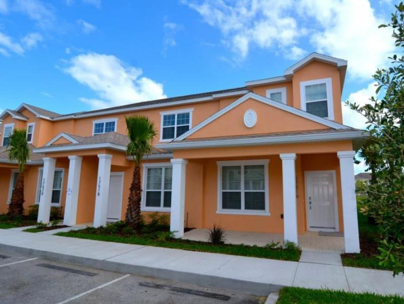 17516 By Executive Villas Florida