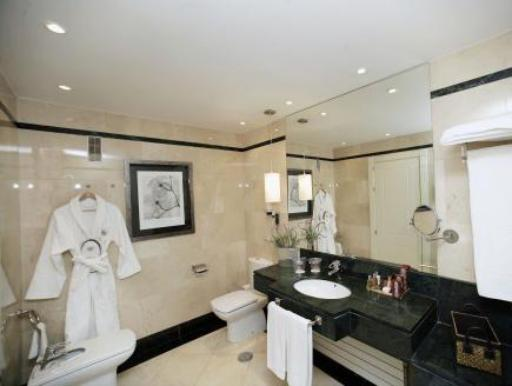 ➦  Melia International Hotels    (Castile and Leon) customer rating