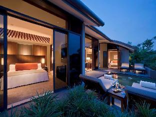 Capella Singapore Hotel guestroom junior suite