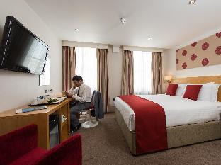Park International Hotel guestroom junior suite