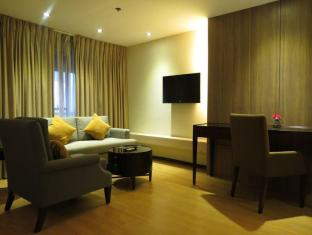 Imperial Palace Suites Quezon City Hotel Manila - Guest Room