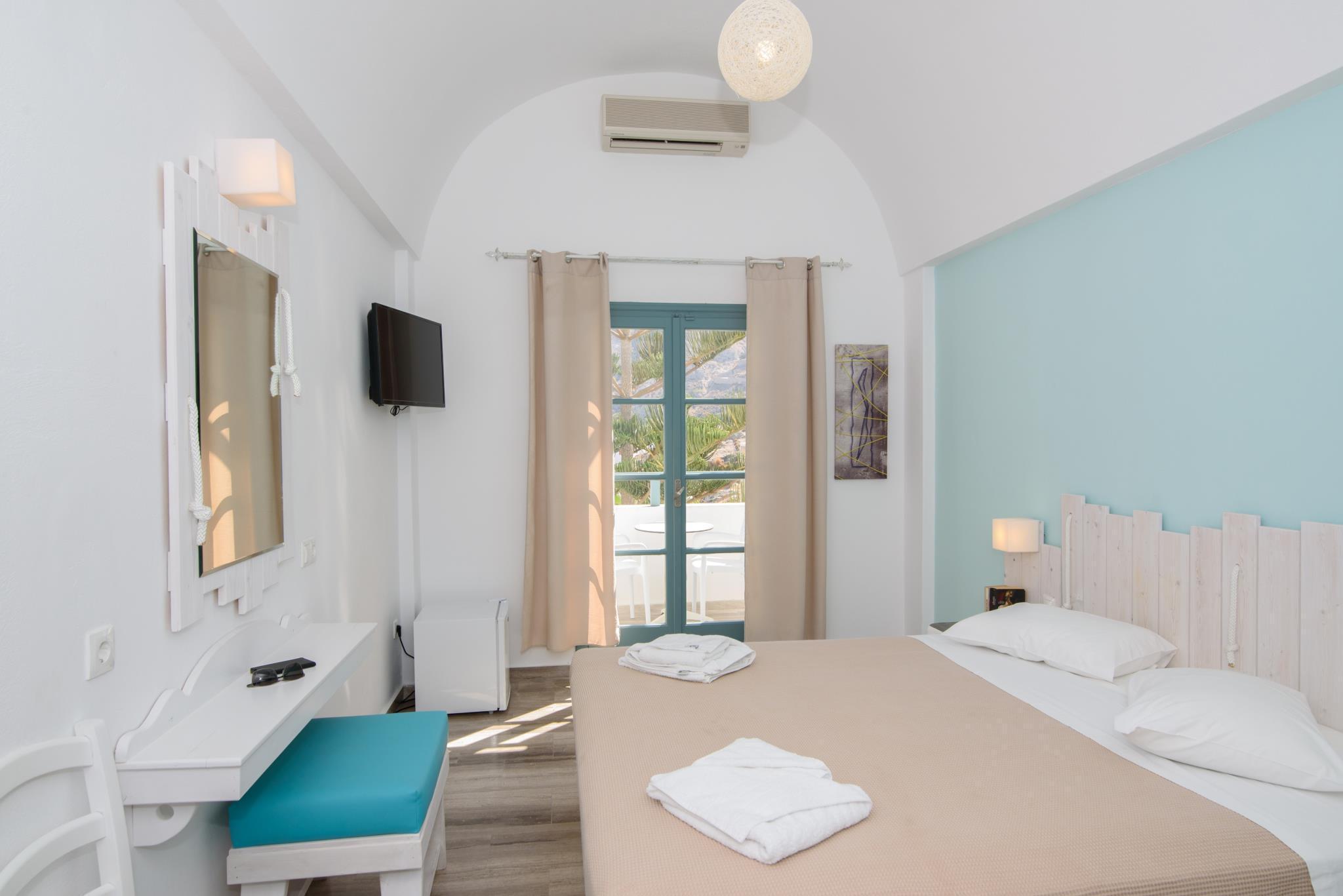 Iris Boutique Hotel – Santorini 2