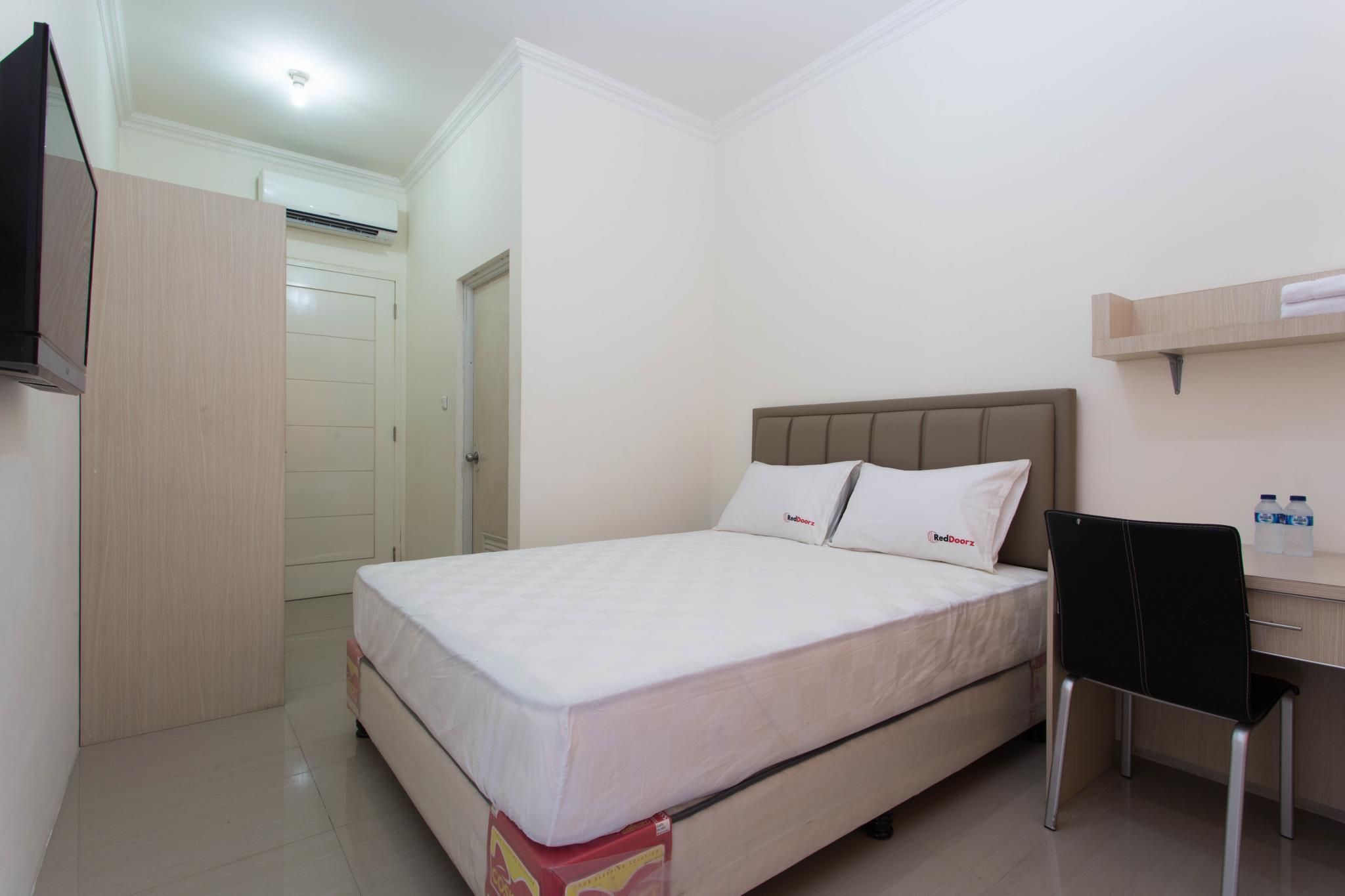 Hotel RedDoorz Near Siloam Karawaci - Jl. Permata Indah II B2 No. 44, Karawaci Tangerang Lippo Karawaci - Tangerang