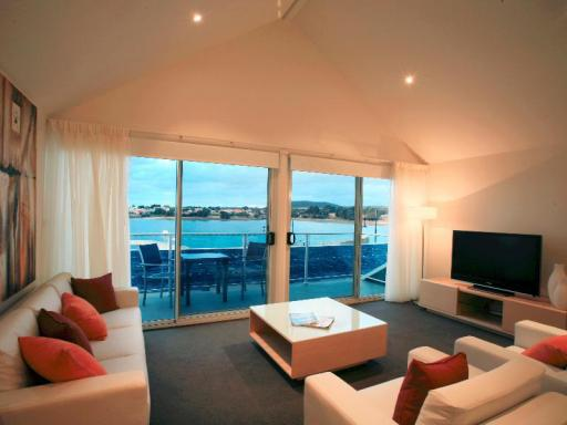 Best guest rating in Tamar Valley ➦ Seaspray Beach House takes PayPal
