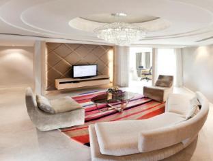 Dorsett Grand Subang Hotel - Executive Suite Living Area