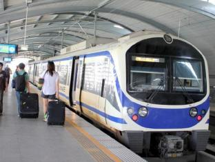 Sinsuvarn Airport Suite Bangkok - Airport Rail Link to city center