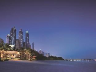One&Only Royal Mirage Dubai - Night view from the beach over Dubai Marina