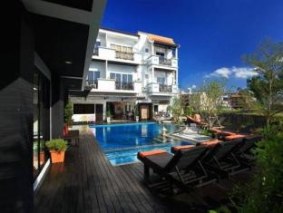 Patong Paradee Resort Phuket - Swimming Pool