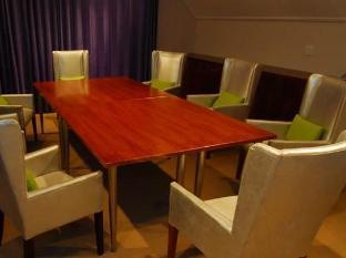 The Wild Mushroom Boutique Hotel Stellenbosch - Purpureum Meeting Room