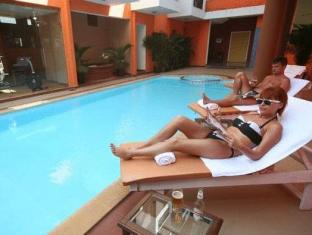 Le Seasons Beach Resort North Goa - Swimming Pool