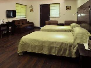Chalet Hotel New Delhi and NCR - Super Deluxe Twin bed