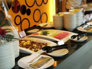 Twin Hotel Surabaya - Food and Beverages