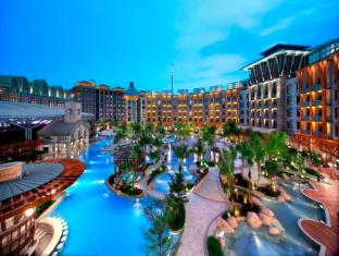 Resorts World Sentosa - Hard Rock Hotel Singapore - Free Form Pool