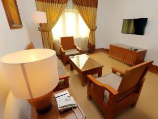 M Suites Hotel Johor Bahru - 1 Bedroom Suite Living Room