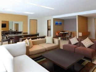 Four Points By Sheraton Kuching Hotel Kuching - PremierDeluxe Suite - Living Room