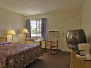 Grants Pass Travelodge Grants Pass (OR) - Guest Room