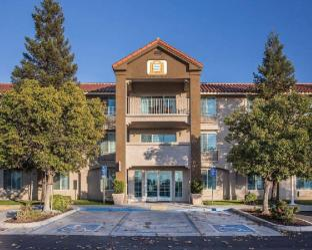 [維薩利亞 (CA)住宿]  Visalia Sequoia Gateway Inn