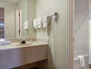 Howard Johnson Inn Newnan GA Newnan (GA) - Bathroom