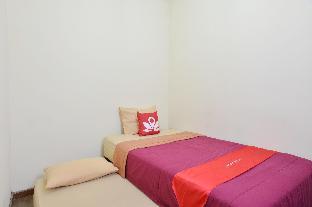 Located in Casa Vanda Guesthouse, Anggrek Loka Blok AC No.12