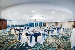 view of Crowne Plaza Hotel Ventura Beach
