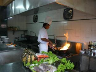 Banyualit Spa 'n Resort Lovina Bali - Kitchen