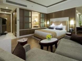 Crowne Plaza Hotel New Delhi Okhla New Delhi and NCR - Business Suite