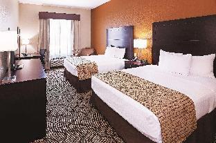 La Quinta Inn & Suites by Wyndham Marshall