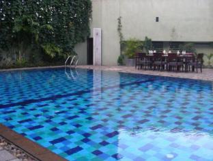 Hotel Casamara Kandy - Pool Area