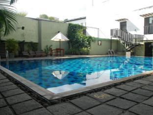 Hotel Casamara Kandy - Swimming pool deck