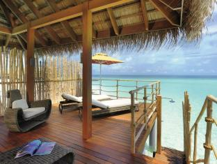 Constance Moofushi Maldives Islands - Senior Water Villa - Terrace