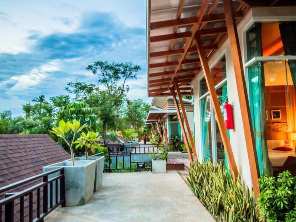 Nana Resort Kaengkrachan SHA Certified