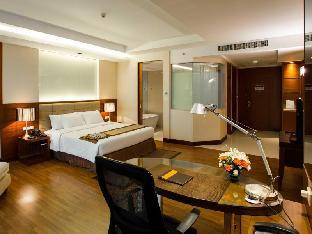 The Grand Fourwings Convention hotel guestroom junior suite