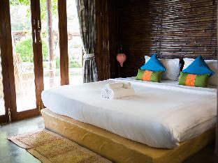 B52 Beach Resort guestroom junior suite