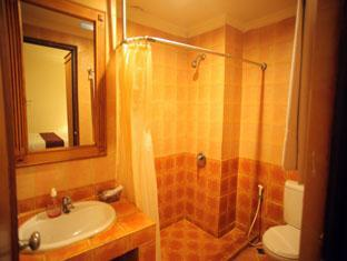 Hotel Budi Palembang - Standard room bathroom | Bali Hotels and Resorts